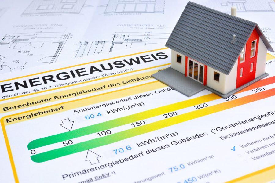 Modellhaus auf Energieausweis