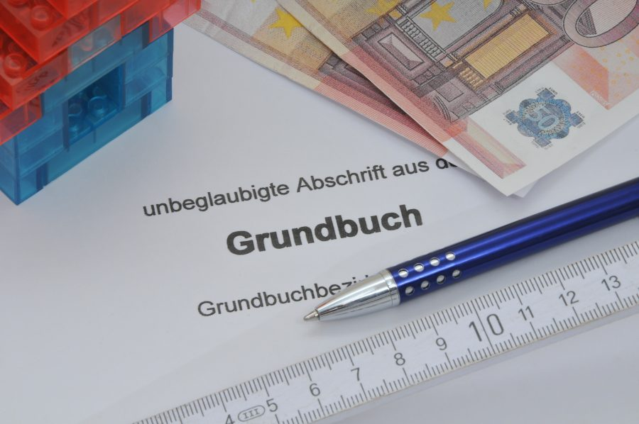 Grundbuch Modellhaus Geldscheine