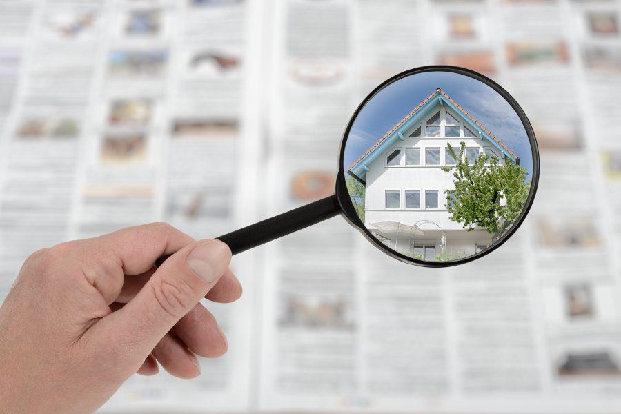 Lupe auf Immobilienanzeigen